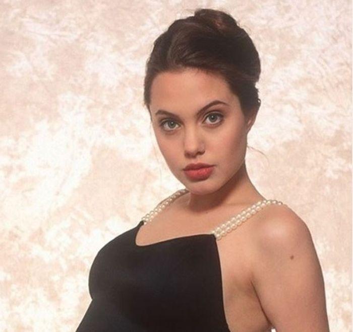 Angelia Jolie saat masih muda