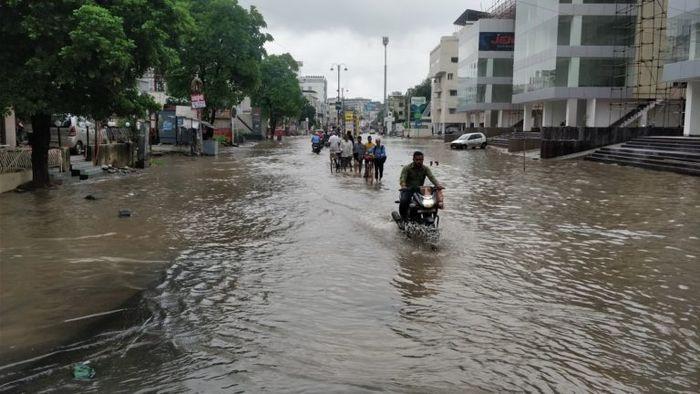 Shamsher Singh Demi Selamatkan Bayi Berusia 45 Hari, Pria Ini Rela Terjang Banjir Tanpa Takut Buaya dengan Membawanya di Baskom
