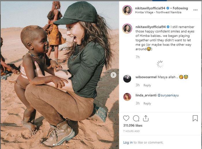 Nikita Willy saat sedang berlibur ke Afrika dan bertemu suku Himba (Instagram @nikitawillyofficial94)