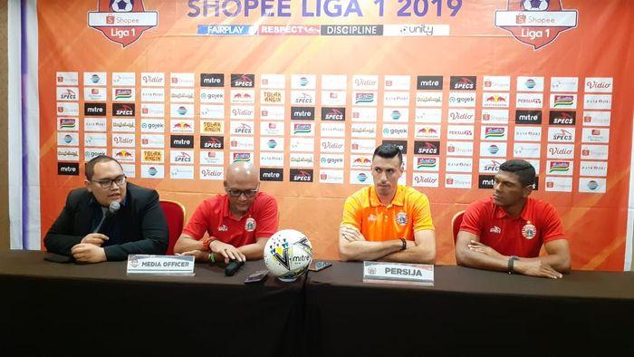 Caretaker pelatih dan pemain Persija Jakarta, Sudirman serta Alexandre Luiz Reame alias Xandao, di Bekasi, Minggu (22/9/2019).