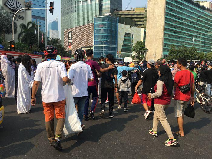Setelah melakukan aksi clean up selama kurang lebih selama satu jam, para relawan berhasil mengumpulkan sampah sekitar 160 kilogram.