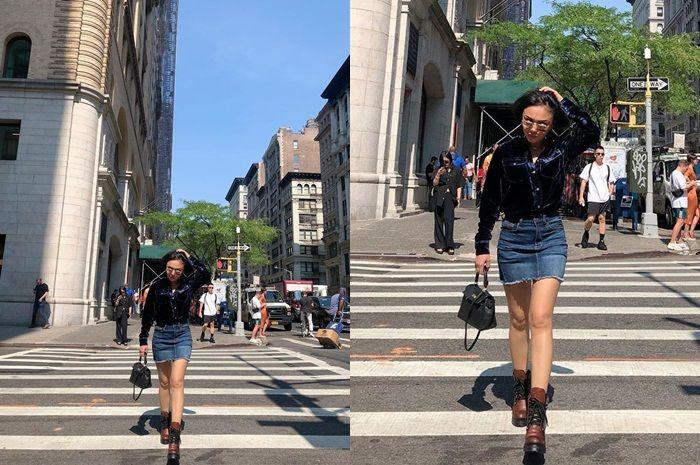 Padu padan Yuni Shara yang kenakan rok jeans mini bak ABG milenial (instagram.com/yunishara36/)