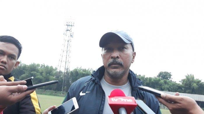 Pelatih timnas U-19 Indonesia, Fakhri Husaini saat ditemui wartawan di Stadion Pajajaran, Bogor, Kamis (26/9/2019).