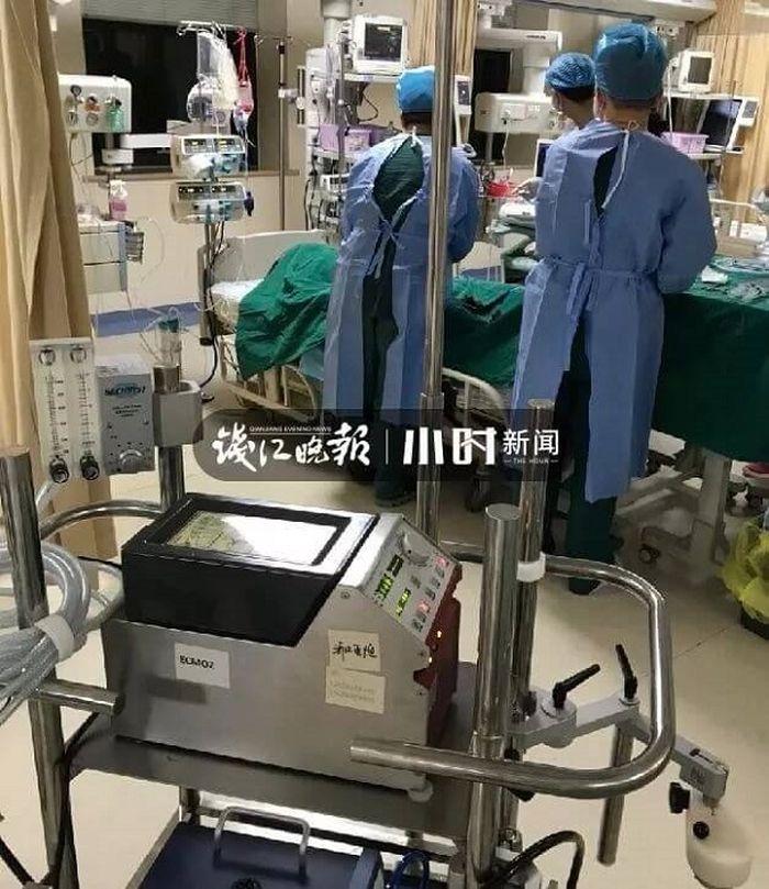 Ah Wah dirawat selama seharian oleh tim medis.