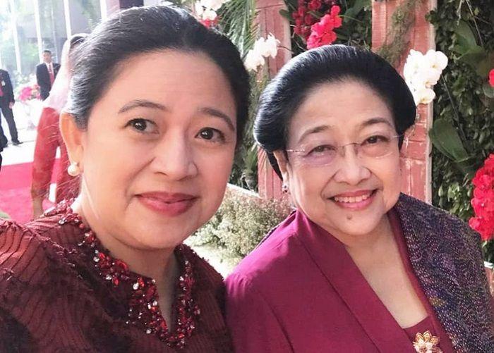 Puan Maharani bersama Presiden Indonesia ke-5, Megawati Sukarnoputri.