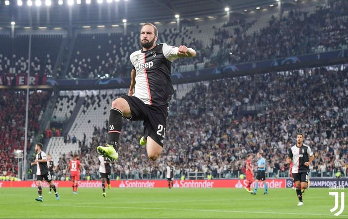 Striker Juventus, Gonzalo Higuain, merayakan gol dalam laga Grup D Liga Champions melawan Bayer Leverkusen di Juventus Stadium, Selasa (1/10/2019).