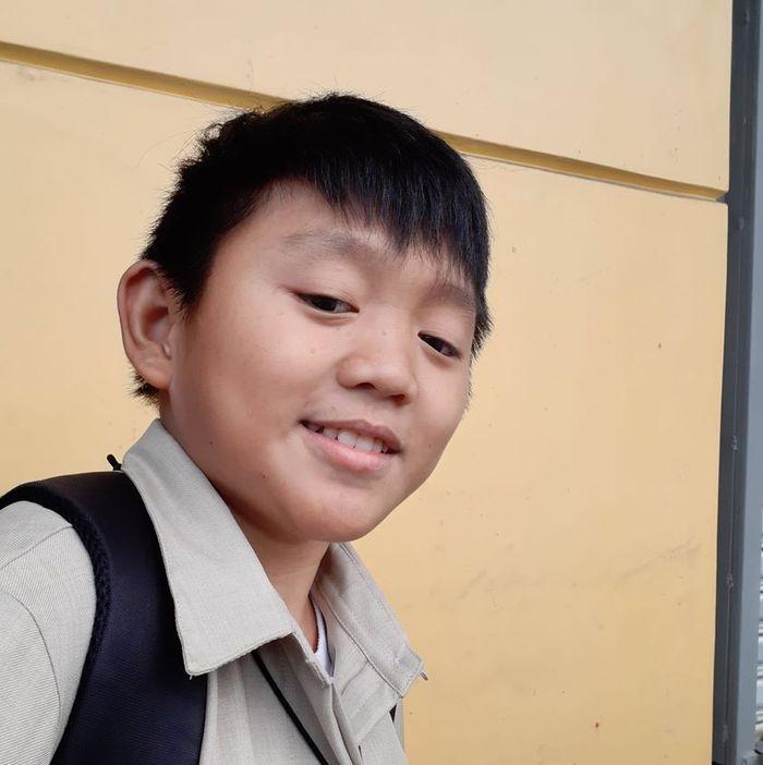 Wajah Ian Francis Manga, guru yang berwajah bocah SD