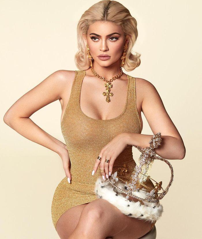 Kylie Jenner untuk pemotretan kalender 2019