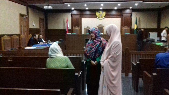 Cici Tegal ketika berada di Pengadilan Negeri Tindak Pidana Korupsi, Jakarta.