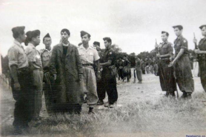 Pasukan gerilya Indonesia ketika bersiap melancarkan Serangan Umum 1 Maret.