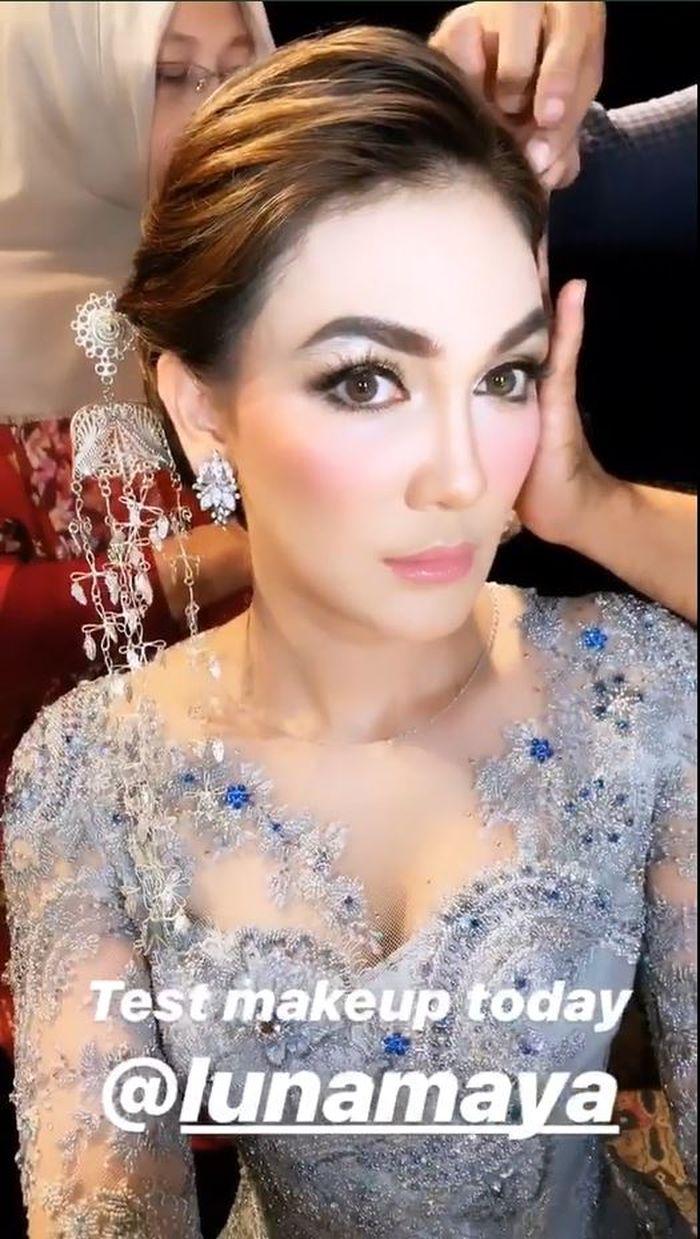 Instastory MUA Clerence Victoria tampilkan Luna Maya dengan riasan ala pengantin