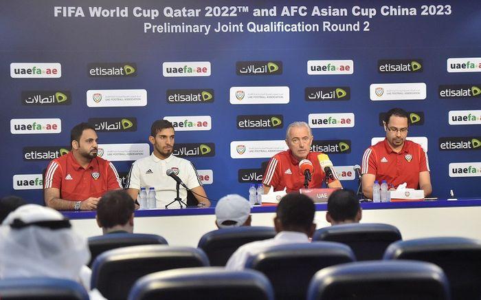 Suasana konferensi pers timnas Uni Emirat Arab yang dihadiri pelatih Bert van Marwijk, Rabu (9/10/2019).