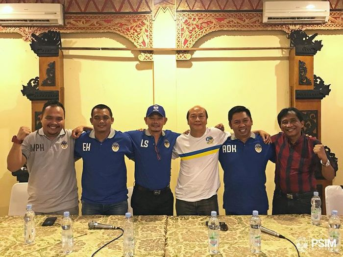 Liestiadi dan Erwan Hendarwanto diperkenalkan sebagai pelatih dan asisten pelatih PSIM Yogyakarta di Liga 2 2019.