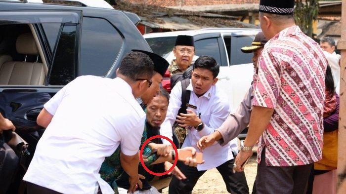 Detik-detik Menteri Wiranto diserang orang tak dikenal saat di Pandeglang.