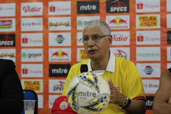 Pelatih Persija Jakarta, edson Tavares saat memberikan keterangan pers, Selasa (15/10/2019).