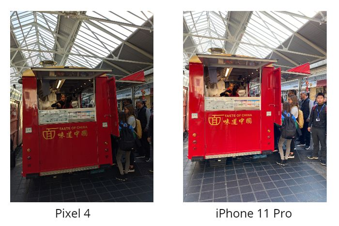 Perbandingan hasil foto Pixel 4 (kiri) dan iPhone 11 Pro (kanan)