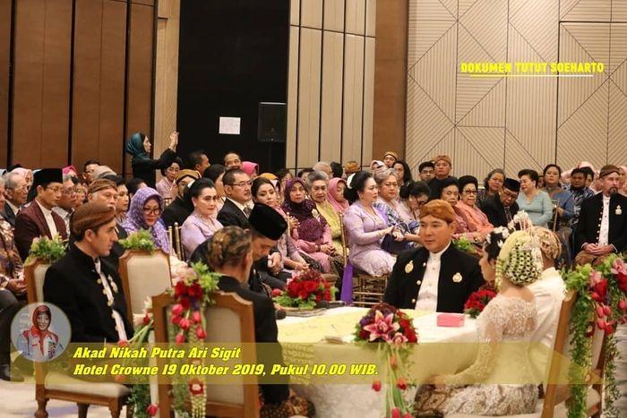 Suasana pernikahan Putra dan Della