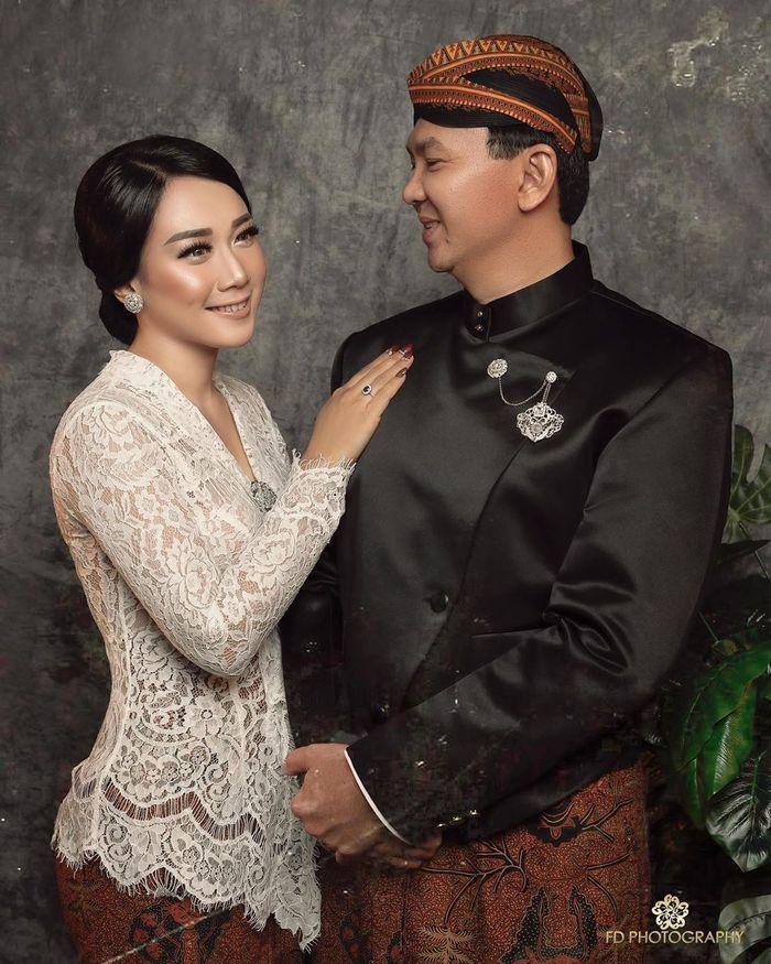 Foto Ahok dan Puput Nastiti Devi dengan tema Jawa