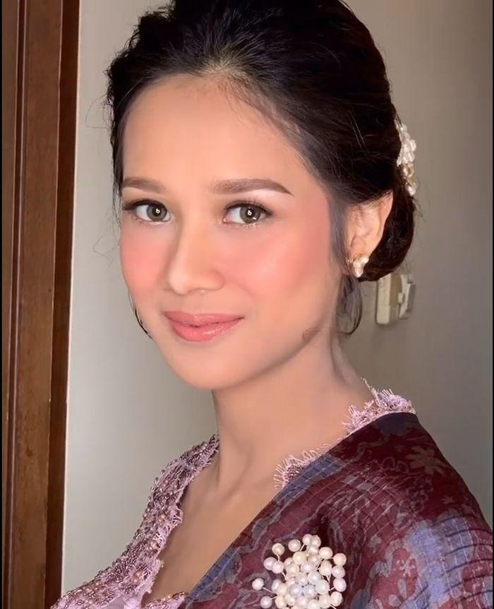 Tampilan makeup Gista Putri oleh MUA Marlene Hariman saat hari Pelantikan Menteri Kabinet Indonesia Maju 2019