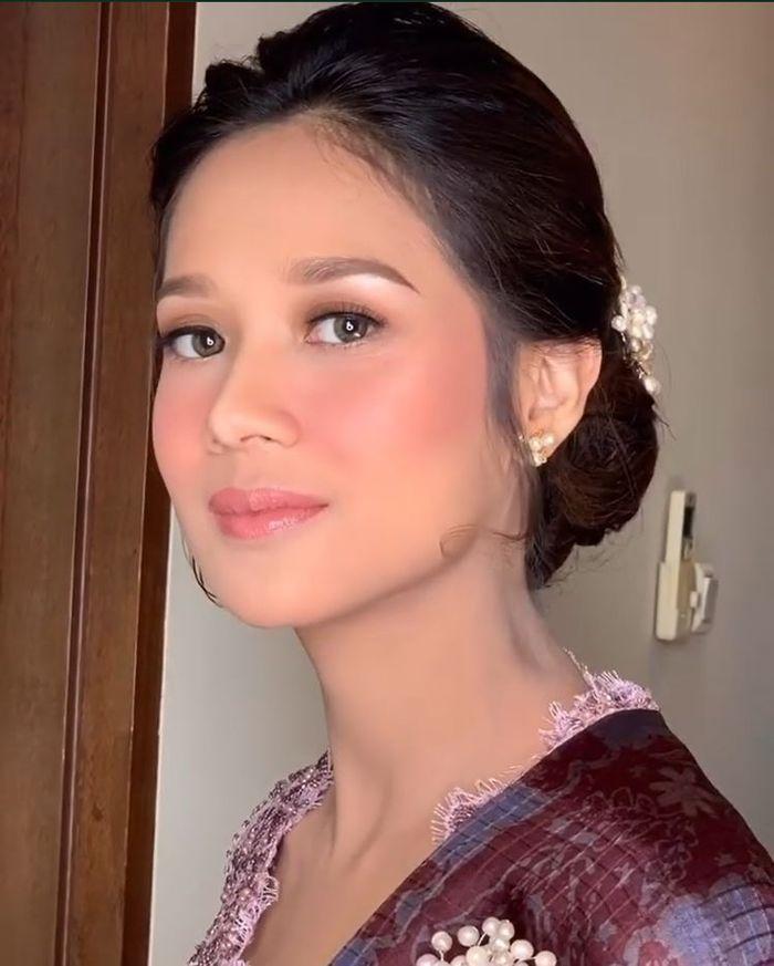 Cantiknya Gista Putri dalam sapuan makeup flawless saat resmi jadi ibu Menteri