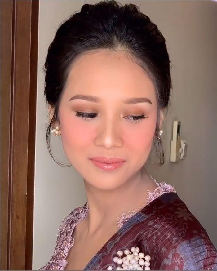 Gista Putri, istri dari pernikahan ketiga Wishnutama curi perhatian saat hari Pelantikan Menteri Kabinet Indonesia Maju 2019
