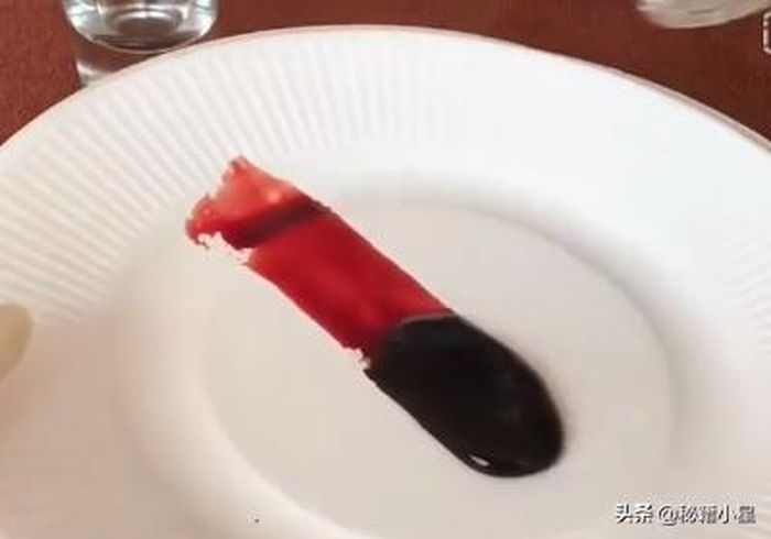 Gumpalan darah akibat bisa ular.