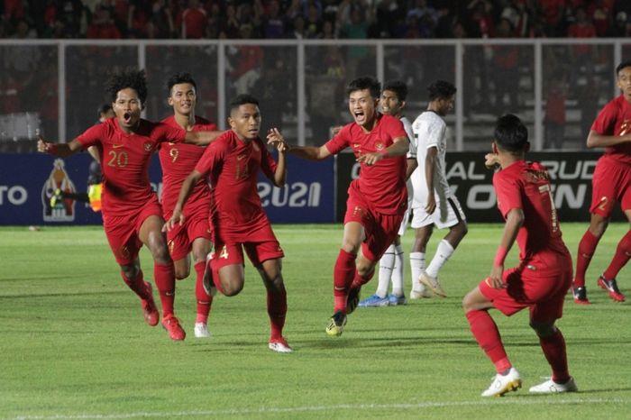 Skuad timnas U-19 Indonesia merayakan gol ke gawang timnas U-19 Timor Leste, Rabu (6/11/2019).