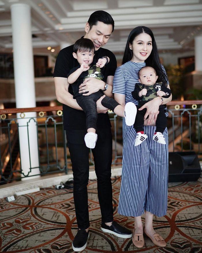 Harvey Moeis - Sandra Dewi dan kedua putranya