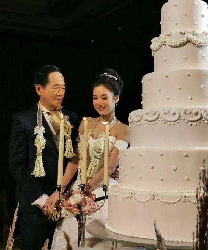 Mas kawin pernikahan yang disiapkan sampai Rp 9,3 miliar.