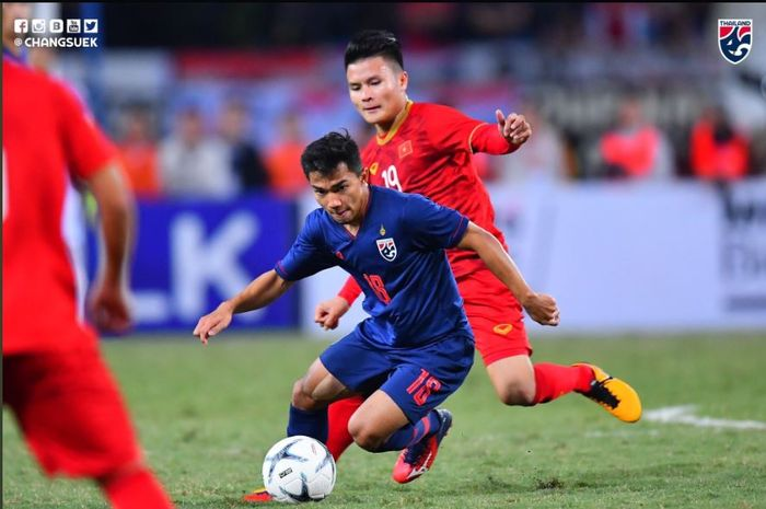 Timnas Vietnam bermain imbang dengan Thailand pada laga kualifikasi Piala Dunia 2022 di Hanoi, 19 November 2019.