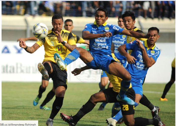 Persib Bandung bermain imbang 0-0 dengan Barito Putera dalam laga Liga 1 2019 di Si Jalak Harupat, Bandung, 24 November 2019.