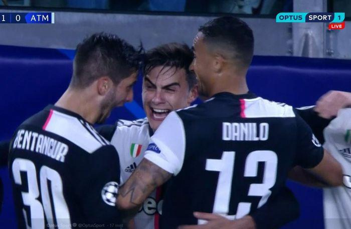 Penyerang Juventus, Paulo Dybala (tengah), merayakan golnya dalam laga Grup D Liga Champions melawan Atletico Madrid di Juventus Stadium, Selasa (26/11/2019).