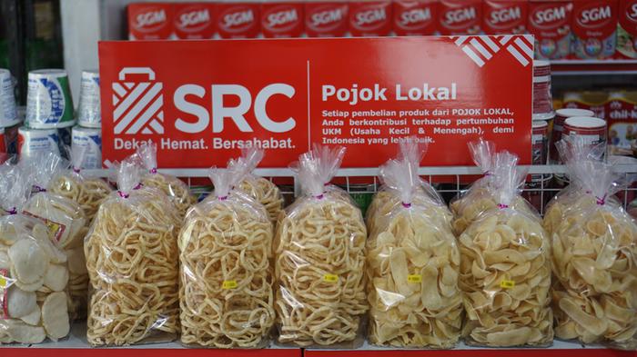Pojok Lokal, tempat yang disediakan di semua toko kelontong jaringan SRC untuk membantu pengusaha UKM memasarkan produknya.