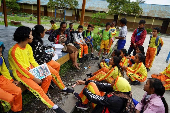 Siswa Sekolah Dasar (SD) Negeri Wamena di SD Negeri Wamena, Jalan DI. Panjaitan, Wamena, Kabupaten Jayawijaya, Papua. Pasca kerusuhan Wamena, aktivitas pendidikan di sejumlah sekolah belum sepenuhnya optimal.