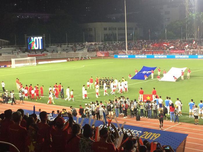 Suasana sebelum laga antara timnas U-22 Indonesia dan Vietnam pada final SEA Games 2019 di Stadion Rizal Memorial, Manila, 10 Desember 2019.