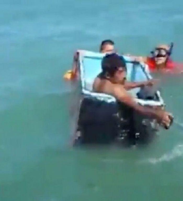 Nelayan masuk ke dalam kulkas untuk selamatkan diri