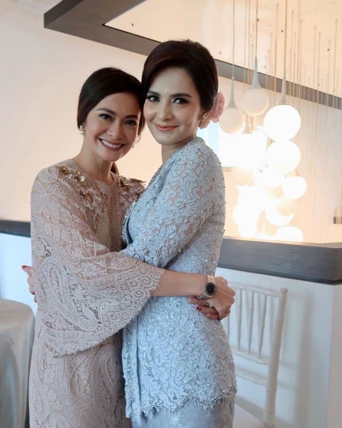 Cut Tari dan Ersa Mayori terlihat memesona dengan gaya makeup natural yang flawless instagram.com/ersamayori