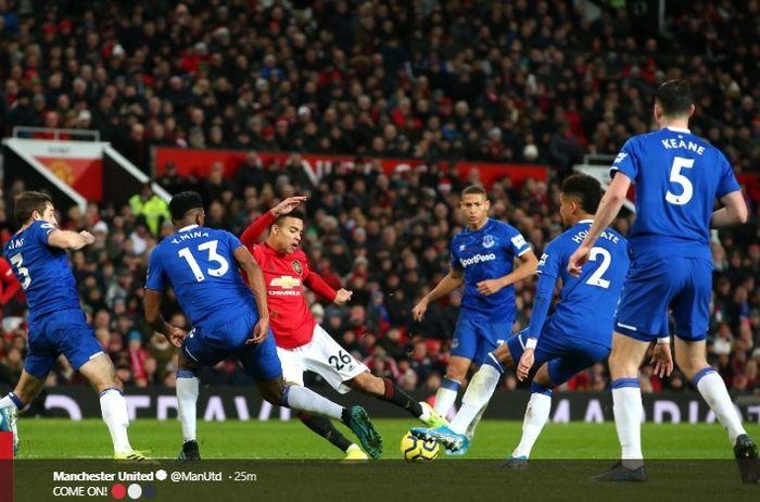 Proses terjadinya gol Mason Greenwood ke gawang Jordan Pickford pada laga Manchester United melawan Everton di Stadion Old Trafford, Minggu (15/12/2019).