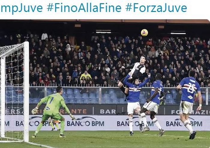 Megabintang Juventus, Cristiano Ronaldo, mencetak gol sundulan dalam laga Liga Italia melawan Sampdoria di Stadion Luigi Ferraris, Rabu (18/12/2019).
