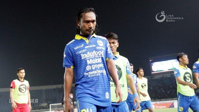 Gelandang Persib Bandung, Hariono, saat membela timnya di ajang Liga 1 2019.