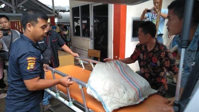 Seorang pria ditemukan tinggal tulang belulang setelah diterkam harimau saat tengah menunggu durian runtuh.