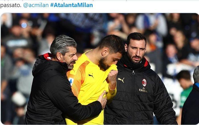 Kiper AC Milan, Gianluigi Donnarumma, menangis saat keluar lapangan usai kekalahan 0-5 dari Atalanta, Minggu (22/12/2019).