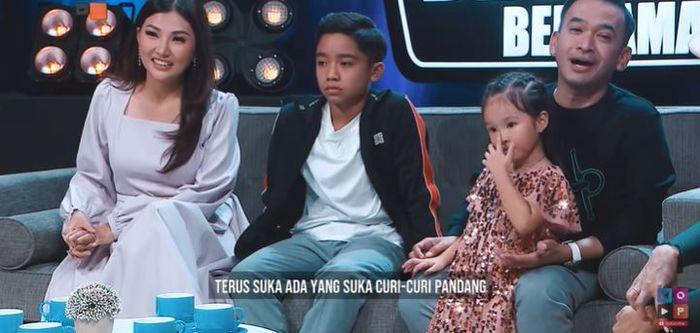 Tangkapan layar Youtube MOP Channel Ruben Onsu bercerita bahwa Betrand Peto sudah mulai curhat soal wanita.