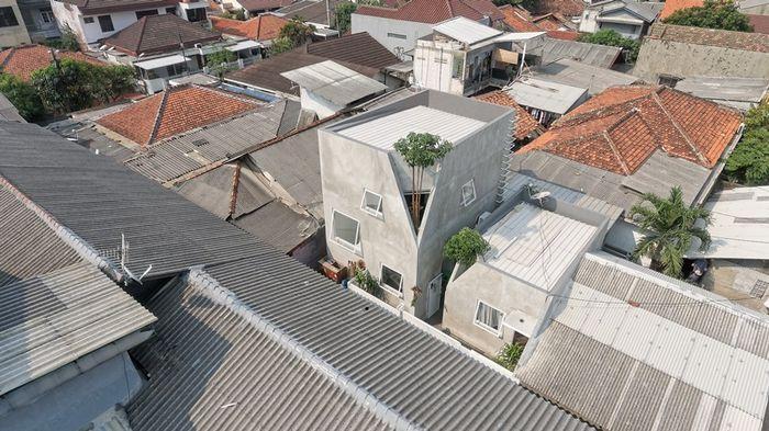 Bangunan di permukiman padat yang ramah terhadap lingkungan sekitar.