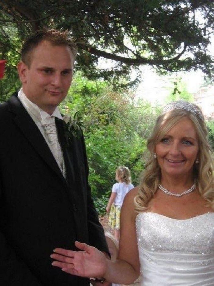 Julie dan Paul kemudian melanjutkan pernikahan mereka sendiri pada bulan Agustus 2009