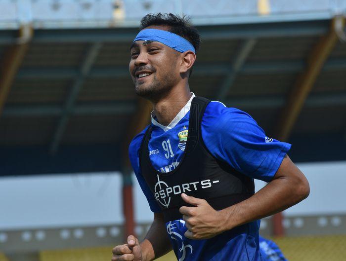 Gelandang asing Persib Bandung, Omid Nazari, saat mengikuti latihan tim pada gelaran Liga 1 2019.