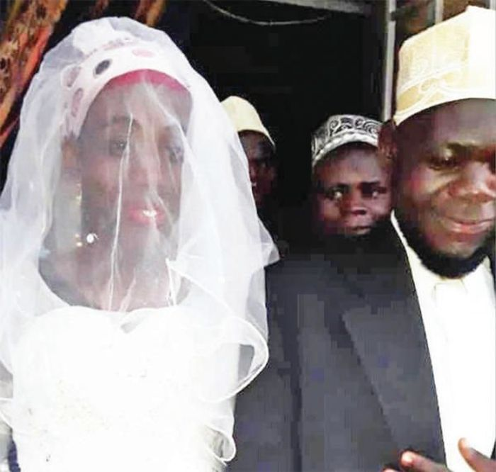 Foto pernikahan Sheikh Mohammed Mutumba (27) dan istrinya, Swabullah Nabukeer.