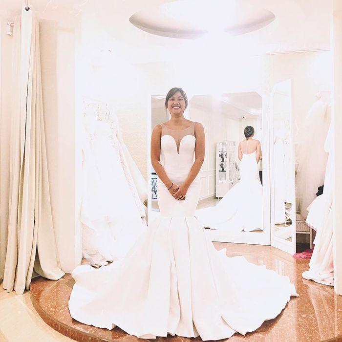 Marion Jola memamerkan penampilannya yang seksi kenakan gaun pengantin belahan dada rendah yang jadi sorotan para netizen di media sosial