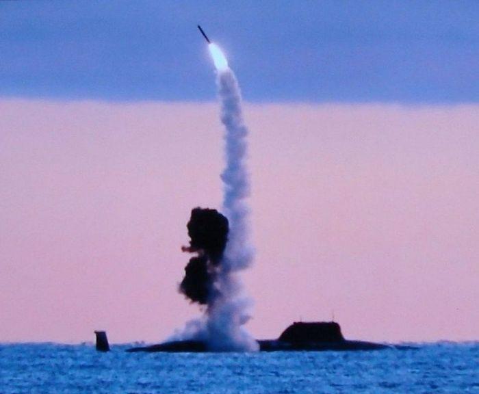 Kapal selam Rusia Severodvinsk saat luncurkan misil Kalibr