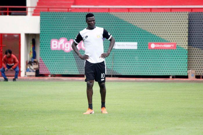 Penyerang baru Bhayangkara FC, Ezechiel Ndouassel,